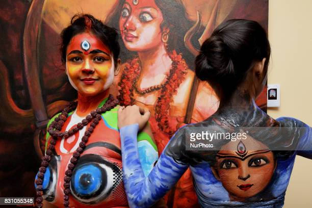 Indian Models participate at The Live Body Painting Art show organized by Creative Dream in Kolkata India on 13 August 2017 Body painting or...