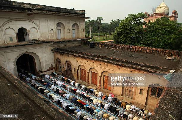 Indian Muslim children arrive to offer 'Eid alFitr' prayers at the Safdarjung Tomb mosque in New Delhi on October 2 2008 Indian Muslims are...