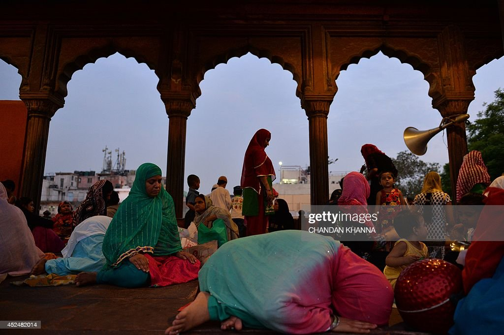 Indian Muslim devotees offer prayers during the Islamic holy month of Ramadan at a mosque in New Delhi on July 21, 2014. During the holy month of Ramadan Muslims around the world focus on prayer, fasting, giving to charity, and religious devotion. AFP PHOTO/Chandan Khanna