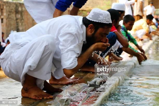 Indian Muslim man perform 'Wazoo' before offering Eid alFitr prayers at the Idgah Mosque in DelhJaipur HighwayRajasthan India Monday June 26 2017 Eid...