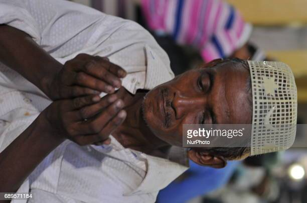 Indian Muslim people gather at the historical Tipu Sultan Masque to break their first Roza as the holy month of Ramadan begins on May 28 2017 in...