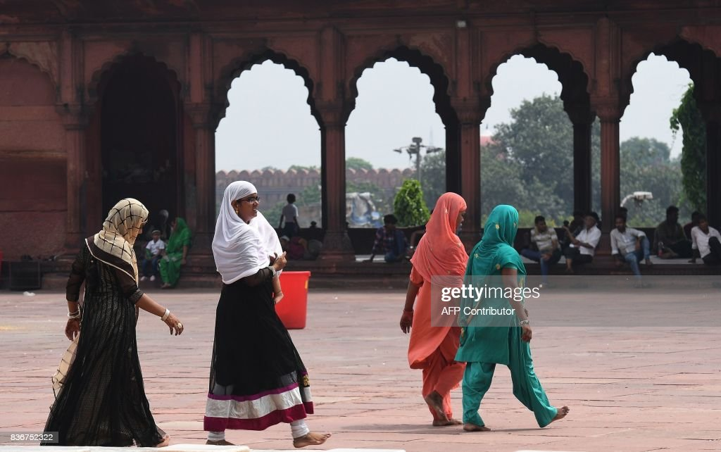 Indian Muslim women visit the Jama Masjid mosque in New Delhi on August 22, 2017. India's top court on August 22 banned a controversial Islamic practice that allows men to divorce their wives instantly, ending a long tradition that many Muslim women had fiercely opposed. SINGH