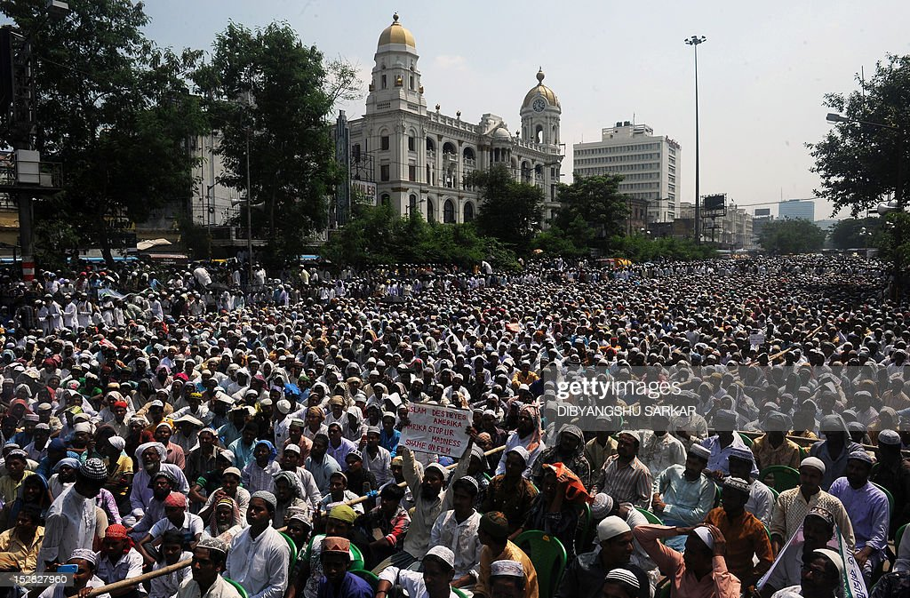 Indian Muslims gather for a protest march against the controversial film 'Innocence of Muslims' in Kolkata on September 27, 2012. Google's executive chairman Eric Schmidt defended on September 27 YouTube's hosting of an anti-Islam film that sparked violent global protests, saying the answer to 'bad speech is more speech' -- not a ban. AFP PHOTO/Dibyangshu SARKAR