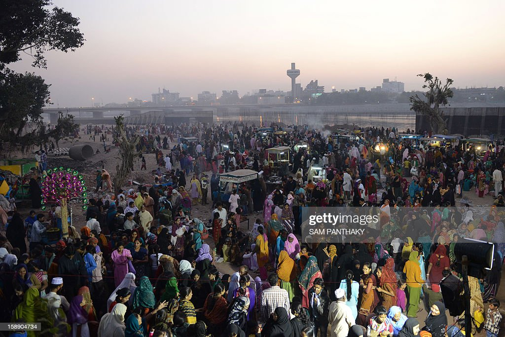 Indian Muslims gather to observe 'Muhorram Ka Chalisa', which marks forty days after Moharram, on the banks of the Sabarmati river in Ahmedabad on January 3, 2013. Thousands of Muslims thronged the Sabarmati river bank near Khanpur Gate in Ahmedabad to mark the occasion. AFP PHOTO / Sam PANTHAKY