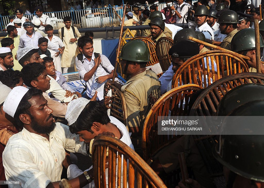Indian Muslims tussle with police barricading the way to the United States Information Service (USIS) building during a protest rally against the controversial film 'Innocence of Muslims' in Kolkata on September 27, 2012. Google's executive chairman Eric Schmidt defended on September 27 YouTube's hosting of an anti-Islam film that sparked violent global protests, saying the answer to 'bad speech is more speech' -- not a ban. AFP PHOTO/Dibyangshu SARKAR