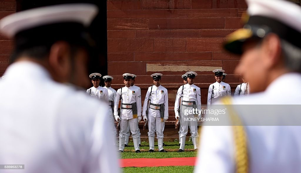 Indian Naval soldiers stand at ease as they wait for the arrival of incoming Indian Navy Chief Admiral Sunil Lanba at a ceremony in New Delhi on May 31, 2016. Admiral Lanba is scheduled to have a three-year-term in office till May 31, 2019. / AFP / MONEY