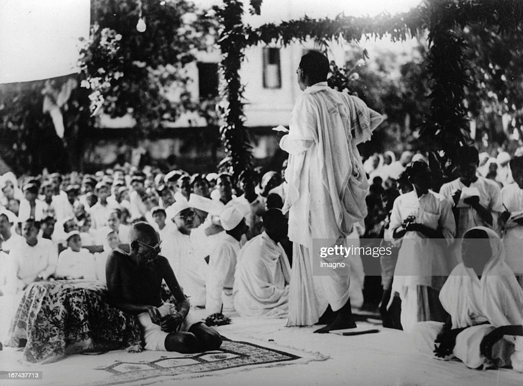Indian pacifist Mahatma Gandhi in Calcutta. Photograph. About 1930. (Photo by Imagno/Getty Images) Der indische Pazifist Mahatma Gandhi in Kalkutta. Photographie. Um 1930.