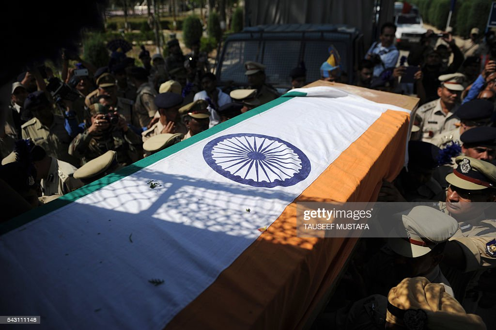 Indian paramilitary troopers carry the coffin of a colleague after a wreath-laying ceremony for eight colleagues killed in an ambush in Srinagar on June 26, 2016. At least eight Indian paramilitary soldiers and two suspected rebels were killed June 25 near Srinagar in India-administered Kashmir when a group of armed militants ambushed the soldiers' convoy, police said. Four militants sprayed bullets on the convoy carrying members of India's Central Reserve Police Force (CRPF) near Pampore town, killing five soldiers instantly and wounding 20, inspector general of police for the region, Javaid Gillani, told AFP. / AFP / TAUSEEF