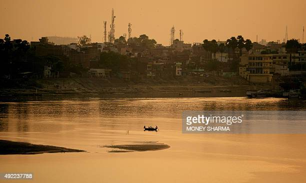 Indian passengers travel on a boat across the River Ganges in Patna in the eastern state of Bihar on October 11 2015 / AFP / MONEY SHARMA