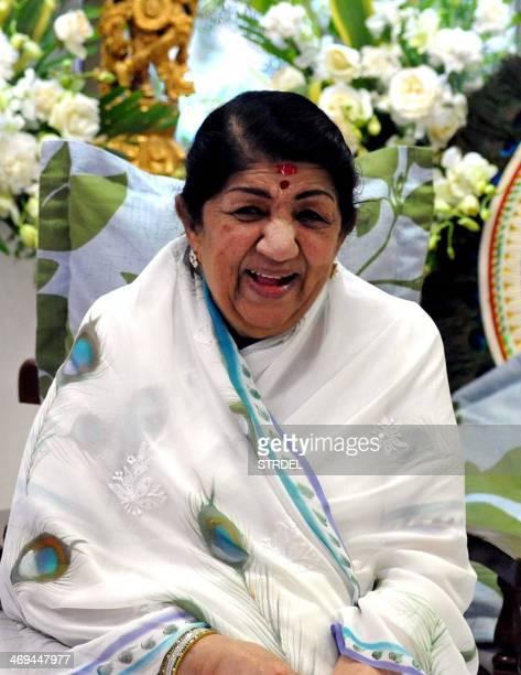 Indian playback singer Lata Mangeshkar attends the Sathkalaratna Puraskar awards in Mumbai on February 14 2014 AFP PHOTO/STR