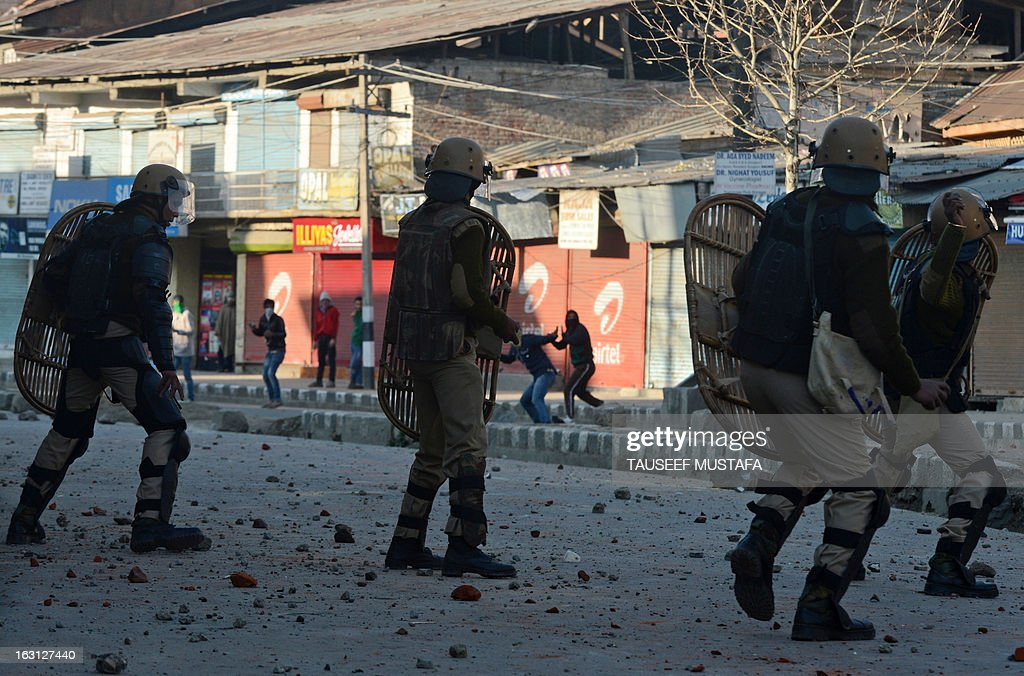 Indian police clash with Kashmiri demonstrators during a spontaneous strike to protest the death of 28-year old Kashmiri student, Mudassir Qamran Malla in the Indian city of Hyderabad over the weekend, in Srinagar on March 5, 2013. The Kashmiri student was buried in his native village in the Pulwama district on Monday with the family rejecting the police claim that he had commited suicide. AFP PHOTO/Tauseef MUSTAFA