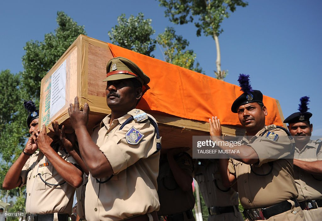 Indian police officers carry the coffin of a colleague killed during an ambush after a wreath laying ceremony for eight colleagues in Srinagar on June 26, 2016. At least eight Indian paramilitary soldiers and two suspected rebels were killed June 25 near Srinagar in India-administered Kashmir when a group of armed militants ambushed the soldiers' convoy, police said. Four militants sprayed bullets on the convoy carrying members of India's Central Reserve Police Force (CRPF) near Pampore town, killing five soldiers instantly and wounding 20, inspector general of police for the region, Javaid Gillani, told AFP. / AFP / TAUSEEF