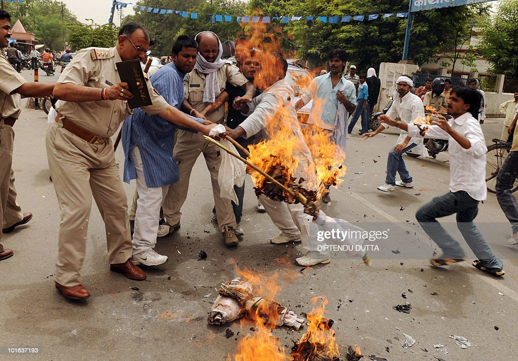 Indian police stop Samajwadi Party supporters burning an effigy of Bahujan Samaj Party (BSP) leader and Uttar Pradesh state Chief Minister Mayawati in Allahabad on June 5, 2010. Some hundred protesters gathered in a protest rally against corruption of the ruling state government. AFP PHOTO/Diptendu DUTTA
