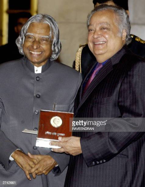 Indian President APJ Abdul Kalam presents the 2002 India Gandhi Prize for Peace Disarmament and Development award to former Commonwealth Secretary...