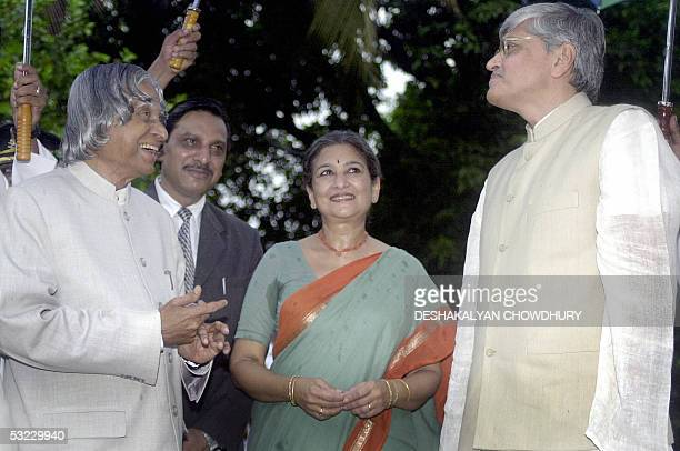Indian President APJ Abdul Kalam shares a light moment with the Indian state of West Bengal Governor Gopal Krishna Gandhi while Gopal's wife Tara...