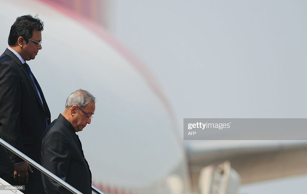 Indian President Pranab Mukherjee descends from an aircraft as he arrives at Hazrat Shahjalal International Airport in Dhaka on March 3, 2013, at the start of a state visit. Mukherjee is on a three-day state visit to Bangladesh until March 5. AFP PHOTO/Munir uz ZAMAN