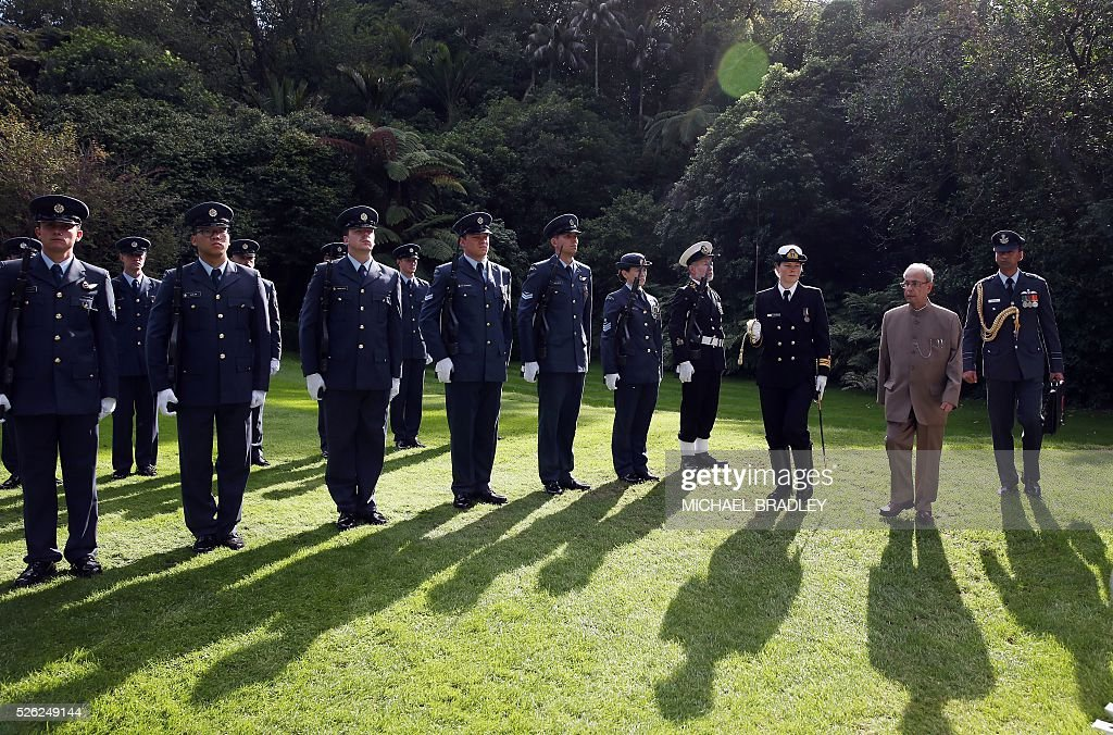 Indian President Pranab Mukherjee (2nd R) inspects the Guard of Honour during an official Maori welcome or powhiri at Government House in Auckland on April 30, 2016. Mukherjee is in New Zealand for a three-day official visit. / AFP / MICHAEL