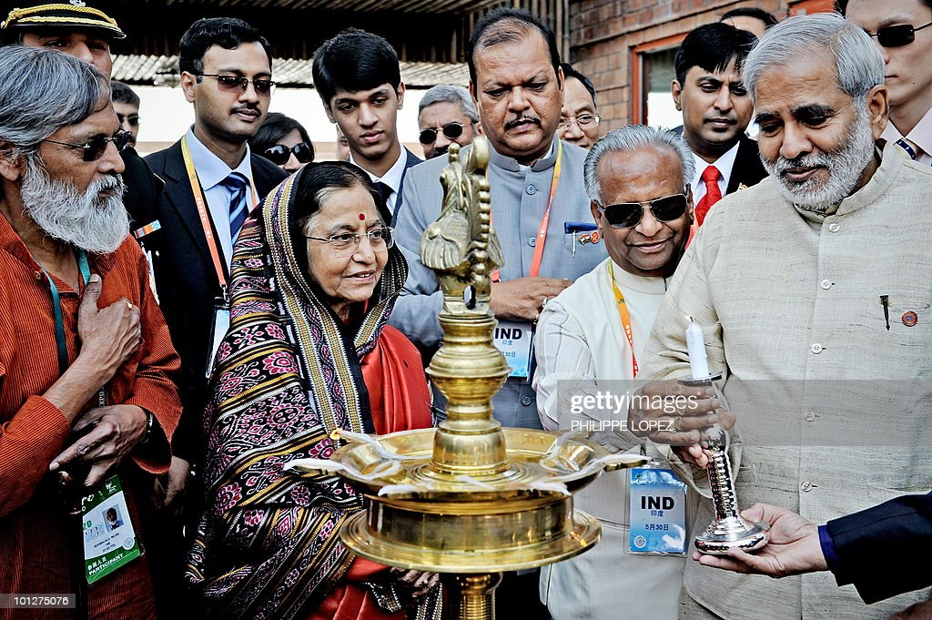 Indian President Pratibha Patil (C-L) is welcomed at the Indian pavilion at the site of the World Expo 2010 in Shanghai on May 30, 2010. Patil is on a state visit to China from May 26-31.