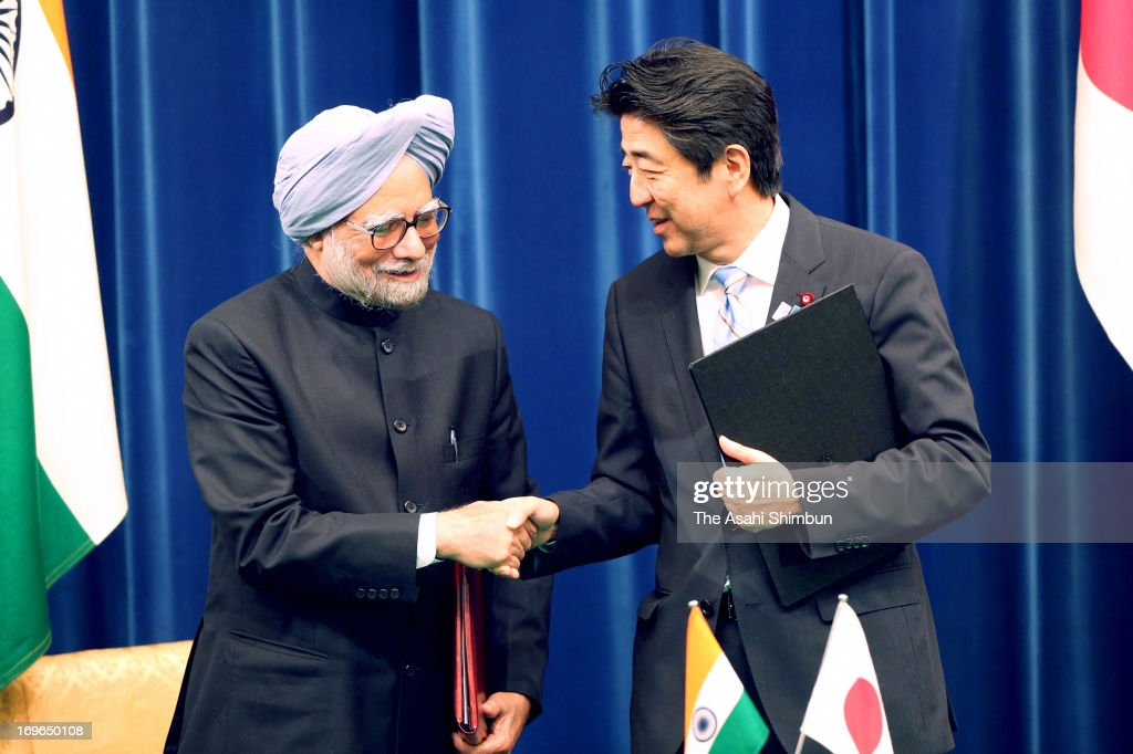 Indian Prime Minister <a gi-track='captionPersonalityLinkClicked' href=/galleries/search?phrase=Manmohan+Singh&family=editorial&specificpeople=227120 ng-click='$event.stopPropagation()'>Manmohan Singh</a> (L) and Japanese Prime Minister <a gi-track='captionPersonalityLinkClicked' href=/galleries/search?phrase=Shinzo+Abe&family=editorial&specificpeople=559017 ng-click='$event.stopPropagation()'>Shinzo Abe</a> shake hands after exchanging the joint statements documents at Abe's official residence on May 29, 2013 in Tokyo, Japan.