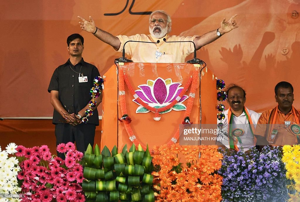 Indian Prime Minister Narendra Modi gestures while addressing an election campaign in Hosur, some 40kms south-east of Bangalore on May 6, 2016, ahead of voting in state assembly elections in the southern Indian state of Tamil Nadu. / AFP / Manjunath Kiran