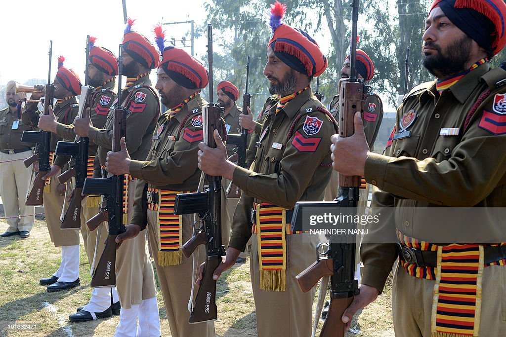 Indian Punjab policemen pay tribute at the memorial of General Sardar Sham Singh Attari at India Gate on the outskirts of Amritsar on February 10, 2013. Police personnel paid their respects during the 167th martyrdom day of the Sikh General. AFP PHOTO/NARINDER NANU