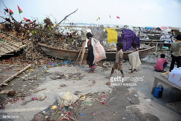 Indian rag pickers searches for salvageable items after floodwaters receded on the banks of the Sangam in Allahabad on August 29 2016 / AFP / SANJAY...