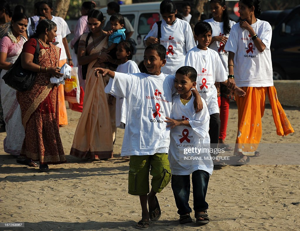Indian school children and their parents arrive for a rally on World AIDS Day in Mumbai on December 1, 2012. The UNAIDS agency says some 2.5 million Indians are living with HIV, many of them ostracised by their communities . AFP PHOTO/INDRANIL MUKHERJEE