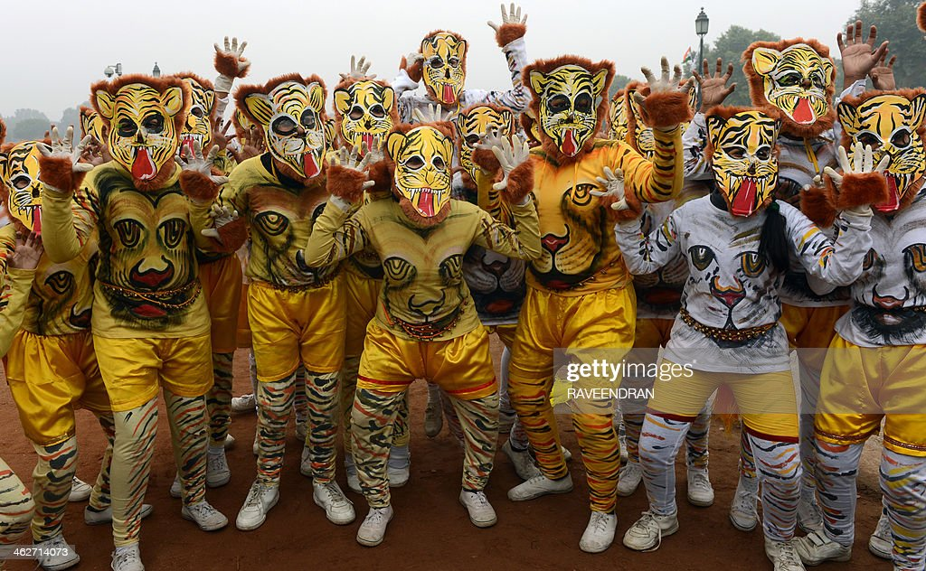 Indian school children perform a Pulikali (tiger dance) during a rehearsal for the Indian Republic Day parade in New Delhi on January 15, 2014. India will celebrate its 65th Republic Day on January 26 with a large military parade. AFP PHOTO/RAVEENDRAN