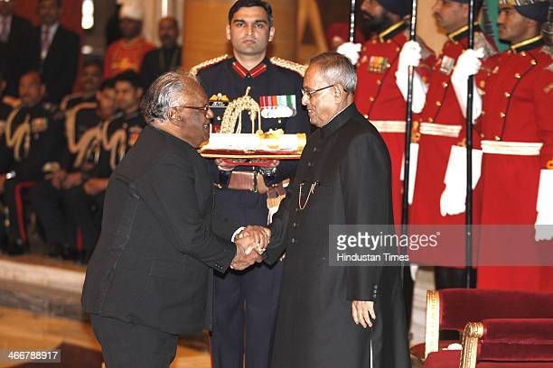 Indian scientist Chintamani Nagesa Ramachandra Rao receives the Bharat Ratna award from Indian President Pranab Mukherjee during an awards ceremony...