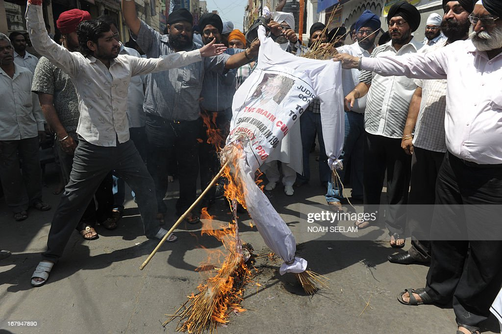 Indian Sikhs burn an effigy during a protest over the acquittal of Sajjan Kumar and against the killing of Indian prisoner Sarabjit Singh at Gurudwara in Hyderabad on May 3, 2013. Sarabjit Singh, an Indian jailed 16 years ago in Pakistan for spying and over deadly bombings, died on Thursday after being savagely beaten in Lahore prison, sparking a furious response from Indian politicians. AFP PHOTO/ Noah SEELAM