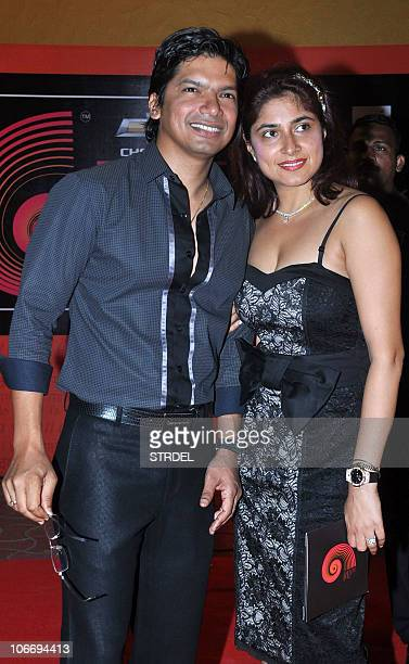 Indian singer Shaan poses with his wife Radhika during the Global Indian Music Awards ceremony in Mumbai on November 10 2010 AFP PHOTO/STR
