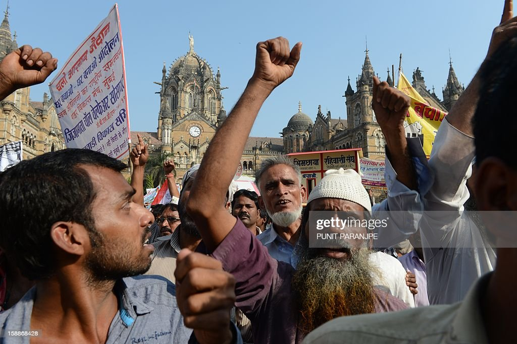 Indian slum dwellers shout slogans during a protest rally in Mumbai on January 2, 2013. Around two thousand slum dwellers took part in the protest to demand housing rights for the poor from the government. AFP PHOTO/ PUNIT PARANJPE