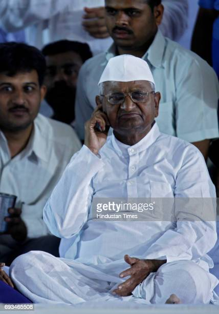 Indian social activist Anna Hazare breaks his fast with a glass of juice offered by a child at the Mumbai MMRDA recreation ground in Mumbai on...