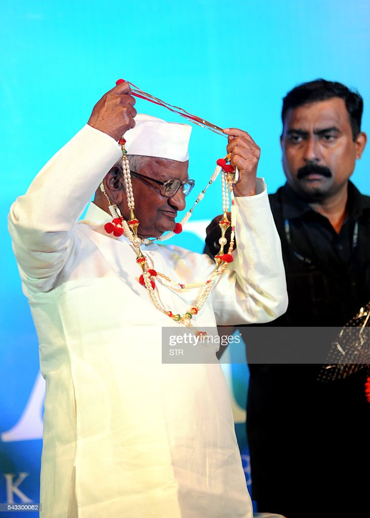 Indian social activist Anna Hazare poses during the poster launch of upcoming Hindi biopic film ANNA Kisan Baburao Hazare' directed by Shashank Udapurkar, in Mumbai on June 27, 2016. / AFP / STR