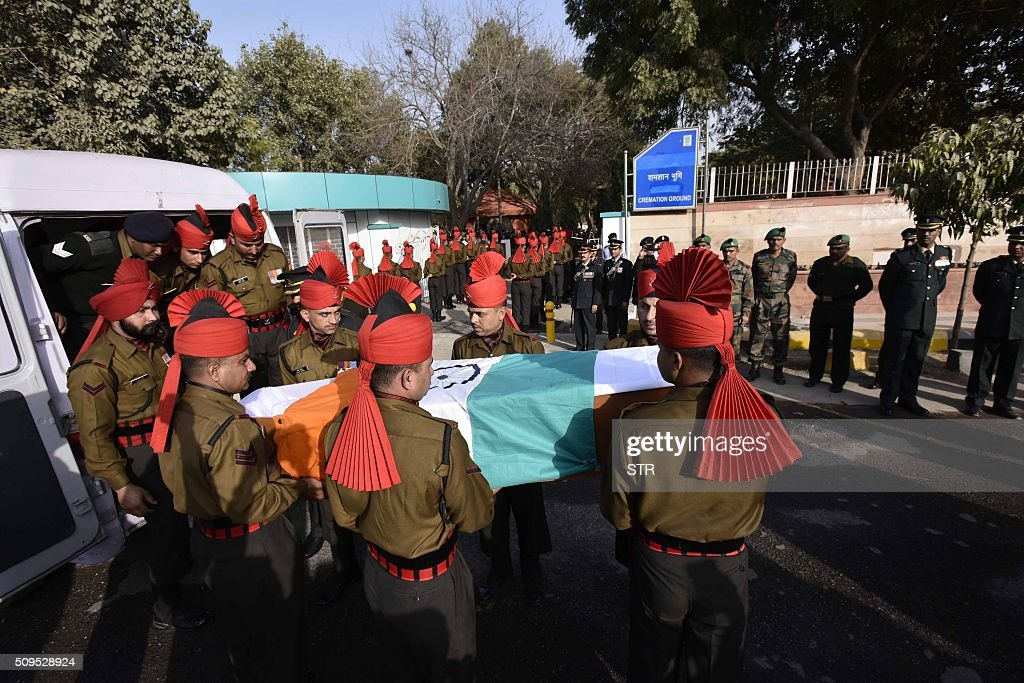 Indian soldiers carry a coffin with the body of avalanche survivor Hanumanthappa Koppad in New Delhi on February 11, 2016. Indian army soldier Koppad, who was rescued nearly a week after being buried in eight metres (25 feet) of snow by a deadly Himalayan avalanche, died in hospital on February 11 of his injuries, the army said. AFP PHOTO / AFP / STR