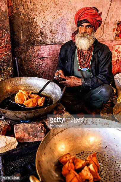 Indische Straßenverkäufer Essen zubereiten, Jaipur, Indien