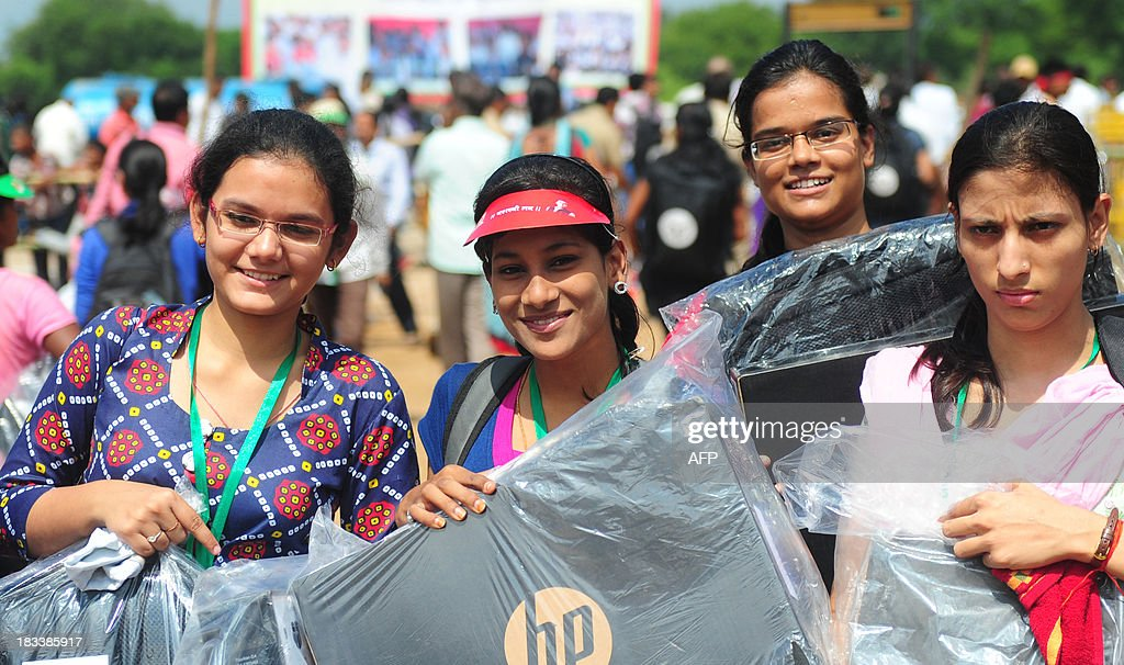 Indian student hold Hewlett-Packard laptops given to them by Indian chief minister of Utar Pradesh, Akhilesh Yadav, during a laptop distribution function in Allahabad on October 6, 2013. Hewlett-Packard saw profits return in the past quarter, but slumping PC sales took a bite out of revenues of the troubled US tech giant.