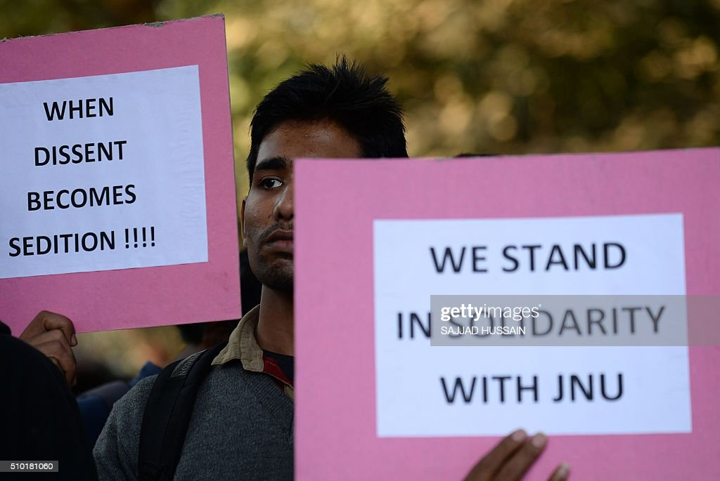 Indian students hold placards during a protest aganist the arrest of the president of Jawaharlal Nehru University's Student Union (JNU) Kanhaiya Kumar in New Delhi on February 14, 2016. Indian students,teachers and activists are protesting against the arrest of a top university student leader after he was charged with sedition, and demanding his immediate release. AFP PHOTO / SAJJAD HUSSAIN / AFP / SAJJAD HUSSAIN