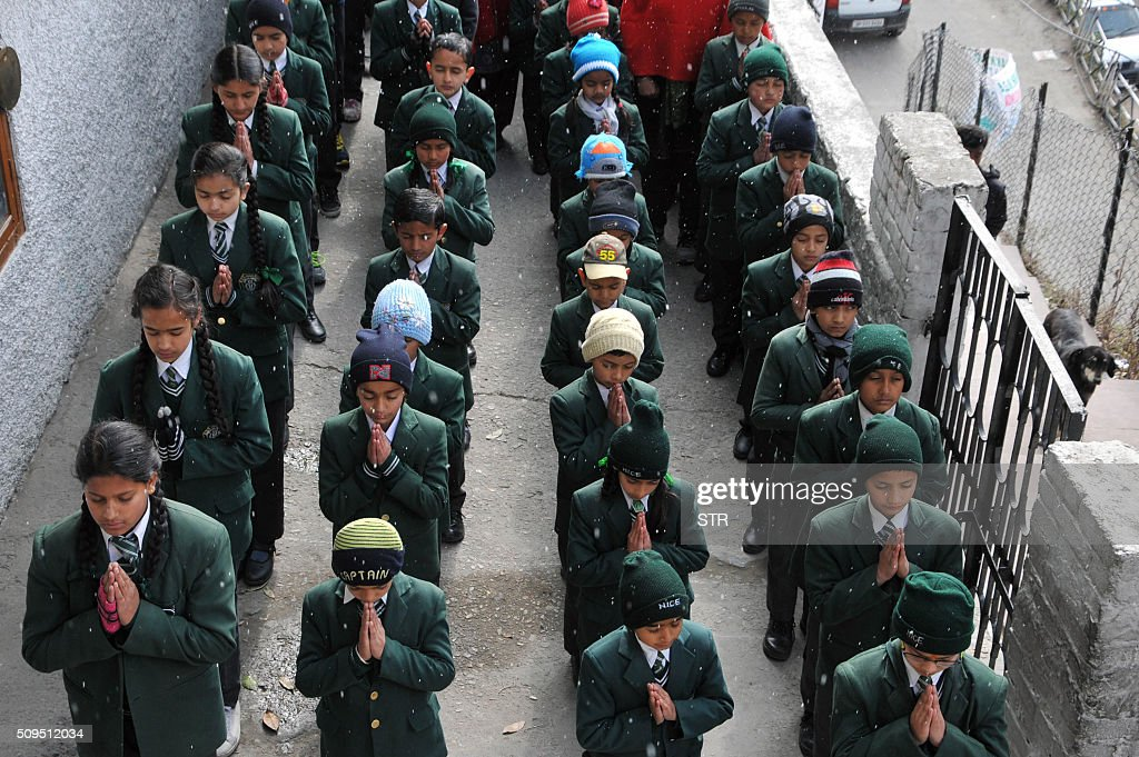 Indian students pray for Indian soldier Hanumanthappa Koppad, rescued alive five days after being buried in an avalanche in the Himalayas, at a school in the northern hill town of Shimla on February 11, 2016. An Indian soldier, rescued nearly a week after being buried in eight metres (25 feet) of snow by a deadly Himalayan avalanche, died in hospital on February 11 of his injuries, the army said. AFP PHOTO / AFP / STR