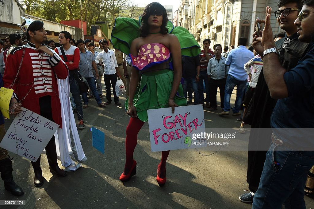 Indian supporters of the lesbian, gay, bisexual and transgender community take part in a Pride March in Mumbai on February 6, 2016. India's top court agreed to review a decision which criminalises gay sex, sparking hope among campaigners that the colonial-era law will eventually be overturned in the world's biggest democracy. AFP PHOTO / PUNIT PARANJPE / AFP / PUNIT PARANJPE