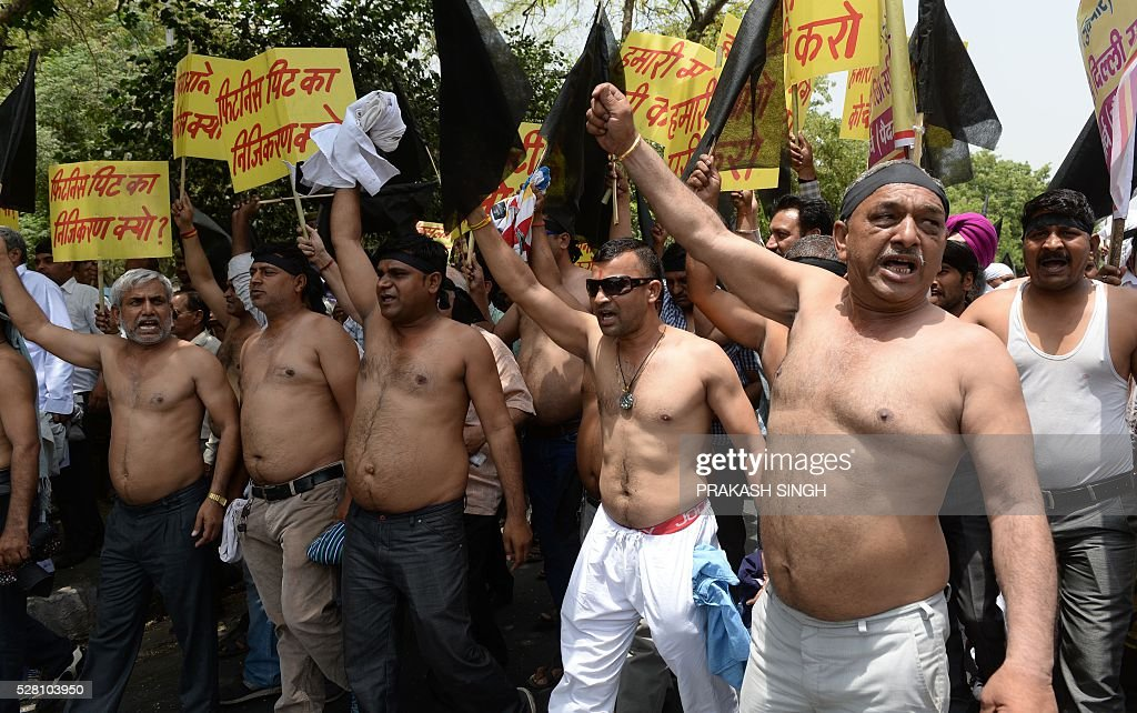 Indian taxi drivers and owners shout slogans against Delhi's Chief Minister Arvind Kejriwal during a protest in New Delhi on May 4, 2016, against the banning of diesel cabs on the roads in the Indian capital. Hundreds of taxi drivers and owners took to the streets of New Delhi to protest a court order banning diesel cabs from plying the roads of the world's most polluted capital. The ban would impact some 27,000 diesel taxis registered in Delhi, including app-based cab operators Ola and Uber. / AFP / PRAKASH