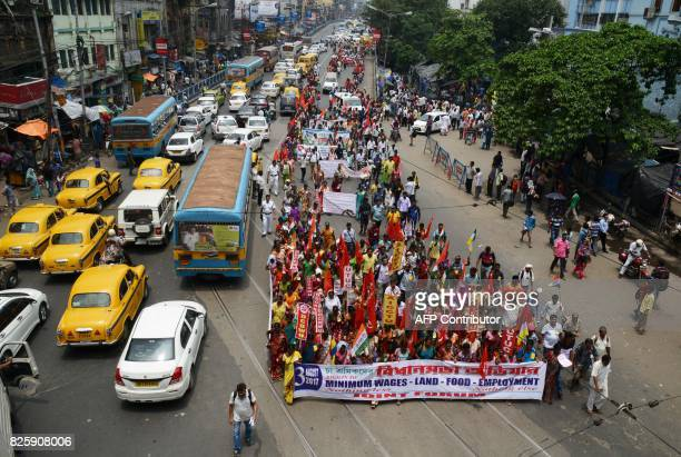 Indian tea garden workers march during a protest rally to demand the implementation of a minimum wages in Kolkata on August 3 2017 / AFP PHOTO /...