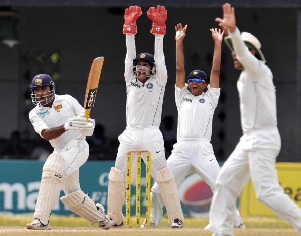 Indian wicketkeeper Parthiv Patel (2-L) : News Photo