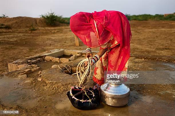 Indian femme porter eau, Rajasthan.