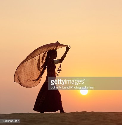 Indian woman in traditional clothing in desert : Stock Photo