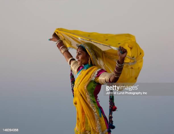 Femme indienne en vêtements traditionnels