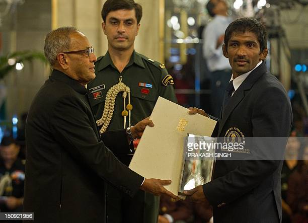 Indian wrestler Yogeshwar Dutt receives the Rajiv Gandhi Khel Ratna Award 2012 from Indian President Pranab Mukherjee at a function at The...