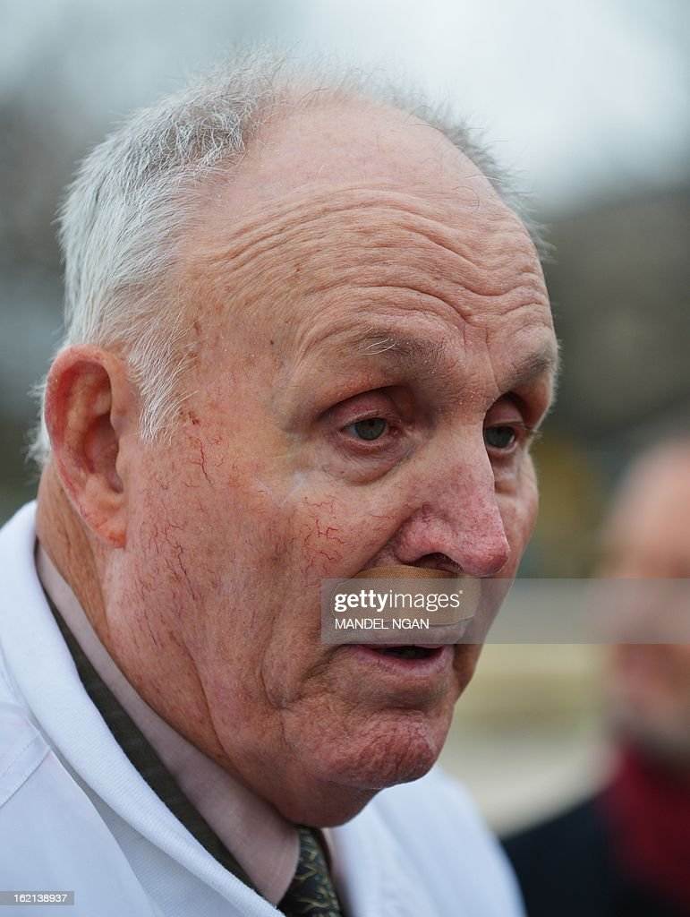 Indiana grain farmer Vernon Hugh Bowman speaks to reporters outside of the US Supreme Court on February 19, 2013 in Washington, DC. Bowman is at the Supreme Court appealing a lower court verdict which ordered him to pay agri-bussiness giant Monsanto $84,000 USD for patent violation. AFP PHOTO/Mandel NGAN