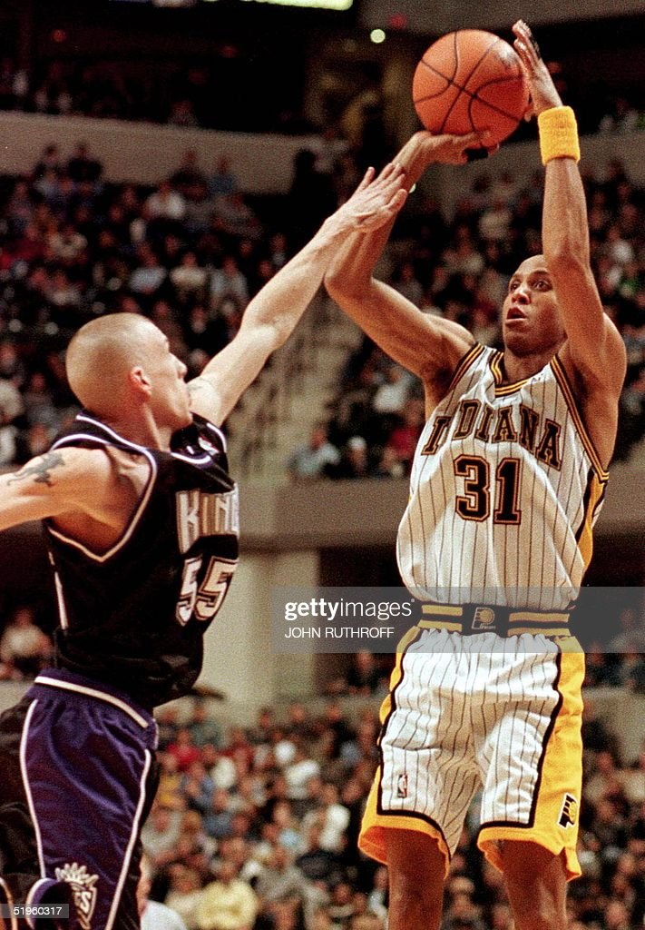 Indiana Pacer guard Reggie Miller shoots over the defense of Sacramento Kings' Jason Williams during first half action 04 February 2000 in...