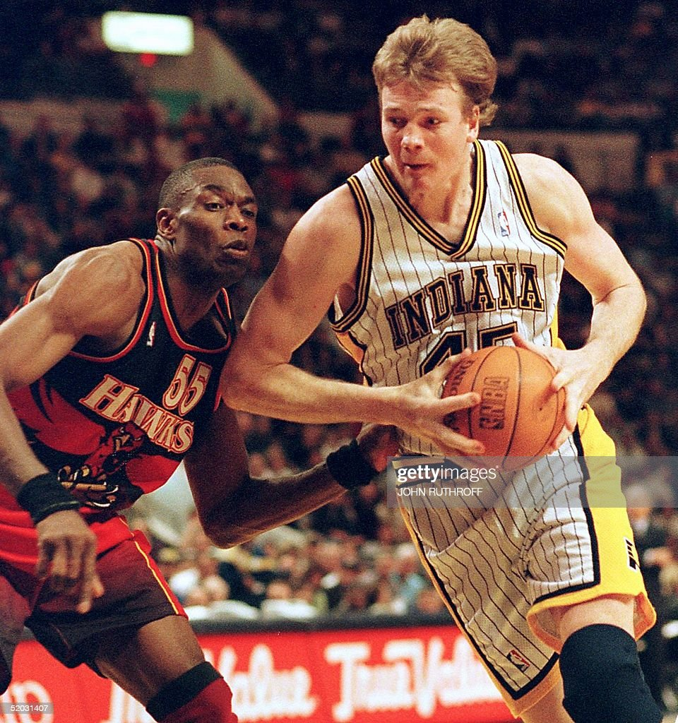 Indiana Pacers center Rik Smits R drives around